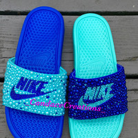 Mismatch Nike Slides