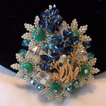 Stanley Hagler N.Y.C. Gold Frog Blue & White Glass Bead Flower Vintage Rhinestone Pin