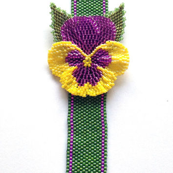 Beaded Pansy Bracelet using peyote and brick stitch