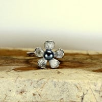 Fresh water pearl daisy ring , sterling silver daisy ring , black pearl ring , statement ring , Bridesmaid pearl ring , Birthstone ring