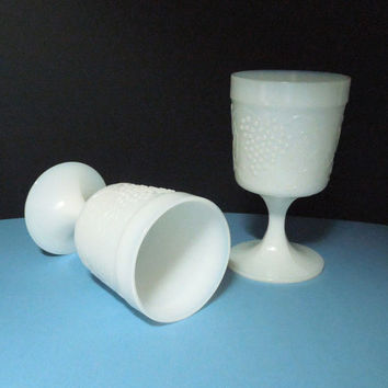 Vintage milk glass goblets for wedding decor bridal party table bride and groom table decor - Milk glass goblets with grapes grapevine