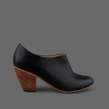 MILL MERCANTILE - Dieppa Restrepo - Lady in Jet Black