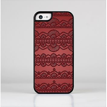 The Dark Red Highlighted Lace Pattern Skin-Sert Case for the Apple iPhone 5c