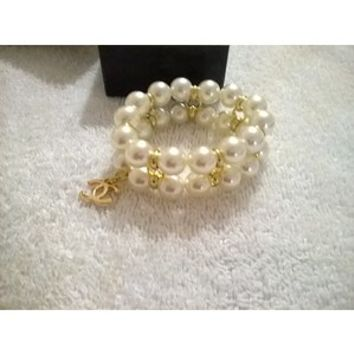 Elegant And Dainty Designer Pearl Stretch Statement Bracelet