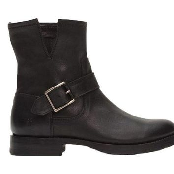 ONETOW Frye Natalie Short Engineer Black Boots