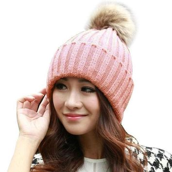 Fashion Women Faux Raccoon Fur Ball Winter Hat Cap For Woman Cap Warm Fur Pom Poms Bobble Ski Hat Pompoms Skullies Beanies W0