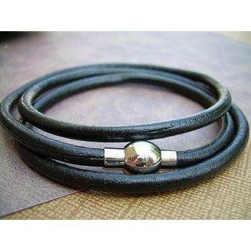 Black  Mens  Womens Unisex  Triple Wrap Leather Bracelet with Stainless Steel Magnetic Clasp - MB11 Urban Survival Gear USA