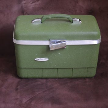 Vintage Train Case Avocado Sears Forecast Fishing Tackle Box Tool Bin Camera Case Over Night Luggage 60's