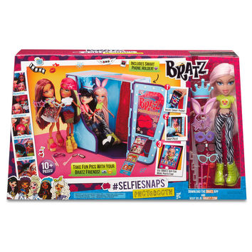 Bratz® #SelfieSnaps Photobooth with Cloe Doll