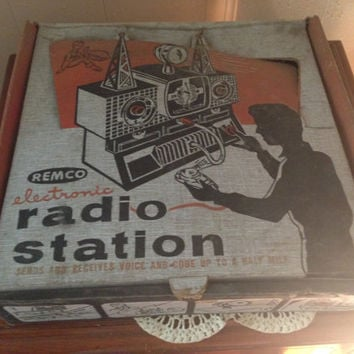 1954 Remco Electronic Radio Station -- Science Project or Learning Tool