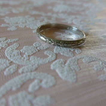 Vintage 18k White Gold Ring Etched Bow Pattern, Vintage Jewellery, Wedding Band