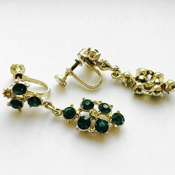 Lovely Vintage Emerald Green Rhinestone Chandelier Screw Back Earrings in Silver Toned Setting