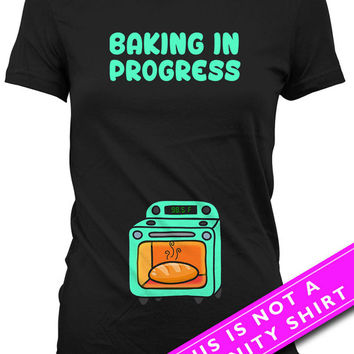 Pregnancy Announcement Shirt Funny Pregnancy Shirt Baby Shower Gift Baking In Progress Maternity TShirts Pregnancy Wear Ladies Tee MAT-625