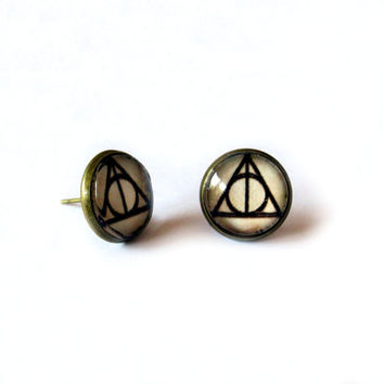 Deathly Hallows Harry Potter Earrings - Deathly Hallows earrings with weathered-effect parchment under glass - earrings for book lovers