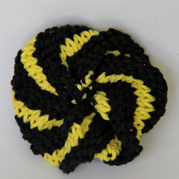 Small black and gold Pittsburgh cotton scrubbie / tawashi