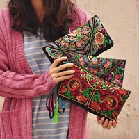 Women Embroidered Clutch Bag / Wristlet