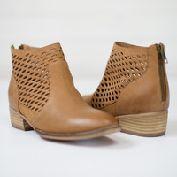 Waypoint Cut Out Bootie