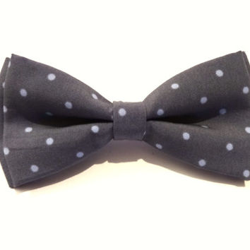 Bow Tie - polka dot bow tie - wedding bow tie - bow tie with grey background and white polka dot pattern - man bow tie - men bow tie