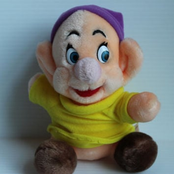 DOPEY Plush, Vintage Dopey stuffed toy, Snow White and the Seven Dwarfs plush, Dwarf with purple hat, Vintage stuffed animal, Disney toy