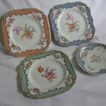 Hutschenreuther Selb Bavaria. 3 enchanting plate with noble floral motifs. Edge in blue, orange and green. Approximately 18.5 cm. VINTAGE