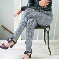 20 OFF Printed leggings in black and white geometric by Bartinki