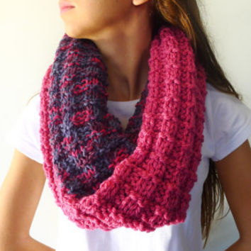 Double sided knit cowl. Two sided knitted scarf. Reversible cowl in pink and blue. Chunky knitted cowl. Womens wool snood. Infinity scarf