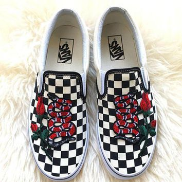 Vans Fashion Casual Classics Old Skool Rose Embroidery Snake Black Sneaker G