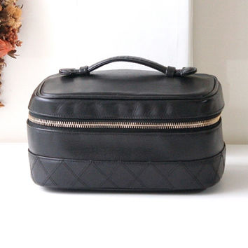 Chanel bag cosmetic beauty case black leather authentic vintage purse