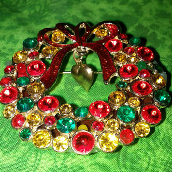 Musical Battery Christmas Wreath Brooch With Gold Heart and Red Enamal Red Ribbon 1940s