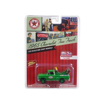 "1965 Chevrolet Tow Truck ""Texaco"" Green 1/64 Diecast Model Car by Johnny Lightning"