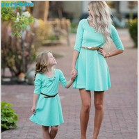 Mother Daughter Matching Dress Family Look Half Sleeve Holiday Dresses For Kids Girls Women Mom And Me Matching Clothes Outfits