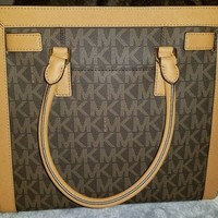 DCCK8TS Michael Kors Dillon MK Signature Satchel NEW w/o tags