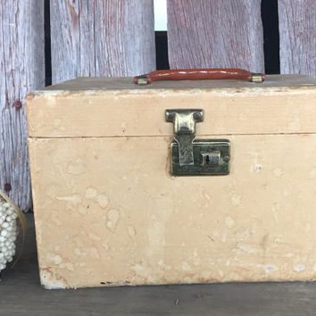 Vintage Distressed Tan train case luggage with bakelite handle, Depression Era great display piece, vintage cosmetic case, vintage wedding