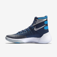 The Nike Hyperdunk 2015 (Team) Women's Basketball Shoe.