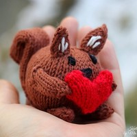 Sally the squirrel knitting pattern for beginners