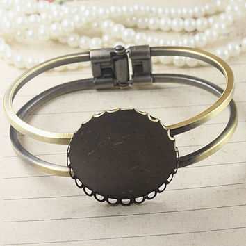 2PCS Brass Antique Bronzed Bracelet with 30mm Round Lace-Edged Bezel Cup Cabochon/ Cameo Mountings