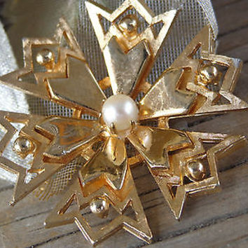RARE VTG BROOKS Blooming Flower Akoya PearL Brooch Pin Designer Signed Jewelry