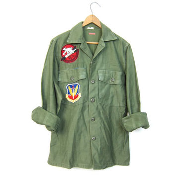 Vintage Army Shirt Distressed Military Shirt w PATCHES Drab Green 80s Army Surplus Grunge Punk Hipster Top 1980s Vintage Men's Small