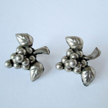 Vintage Mexico Alpaca Silver Grape Clusters Screw Back Earrings Screwbacks Collectible Wearables Cluster of Grapes with Leaves