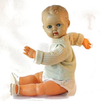 Old vintage baby doll, numbered baby doll Ratti like. Made in Italy, open mouth, closing eys with lashes, articulated hand