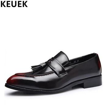Vintage Male Pointed Toe Business shoes Fashion Men Flats Tassel Oxfords PU Leather Brogue Shoes Loafers 022