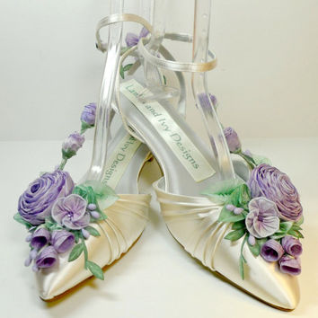 Lilac Lavender Bride's Princess Kitten Heel  Ribbon Flower Bride's Shoes Weddings