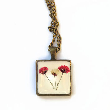 Baby Breath pendant necklace, pressed flowers in resin, Square Antique brass pendant, Vintage style, Botanical jewelry, gypsophila pendant