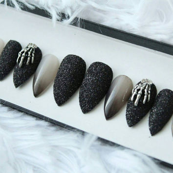 Witch Color Changing Press on Nails | Black Glitter | Colour Change | Skeleton | Witchy Vampy | Goth | False Nails | Custom Shapes and Sizes