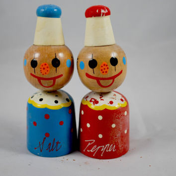 Clown Wood Shakers  , Retro Japaneese Collectibles Hand Painted Salt and Pepper