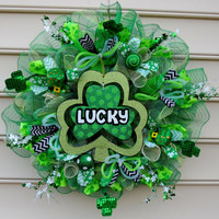 LUCKY Deco Mesh St Patricks Day Wreath St Patricks day Deco Mesh Wreath Clover Leprechaun Pot of gold Door hanger Decoration Spring wreath