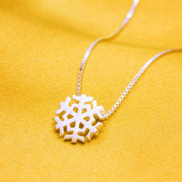 Simple small snowflake 925 sterling silver necklace,a perfect gift