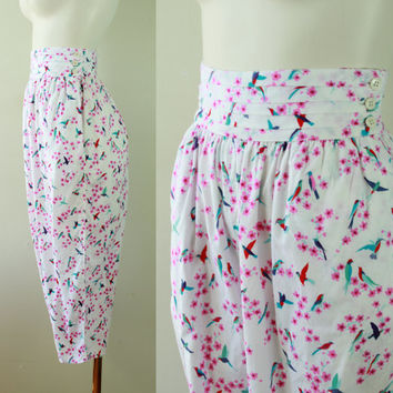 80s - Floral Hummigbird - Novelty Print - Pink & White - Pleated High Waist - Cropped Harem Pants - Italy