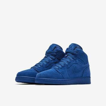 The Air Jordan 1 Retro High (3.5y-7y) Big Kids' Shoe.