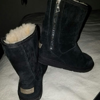 UGGS AUSTRALIA MAYFAIR - NEW WITHOUT TAGS AND FREE SHIPPING